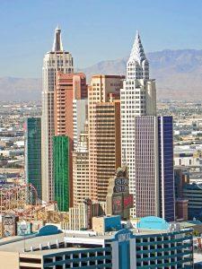 Utsikt utover Las Vegas med hotell anlegget New York New York i Las Vegas i fokus